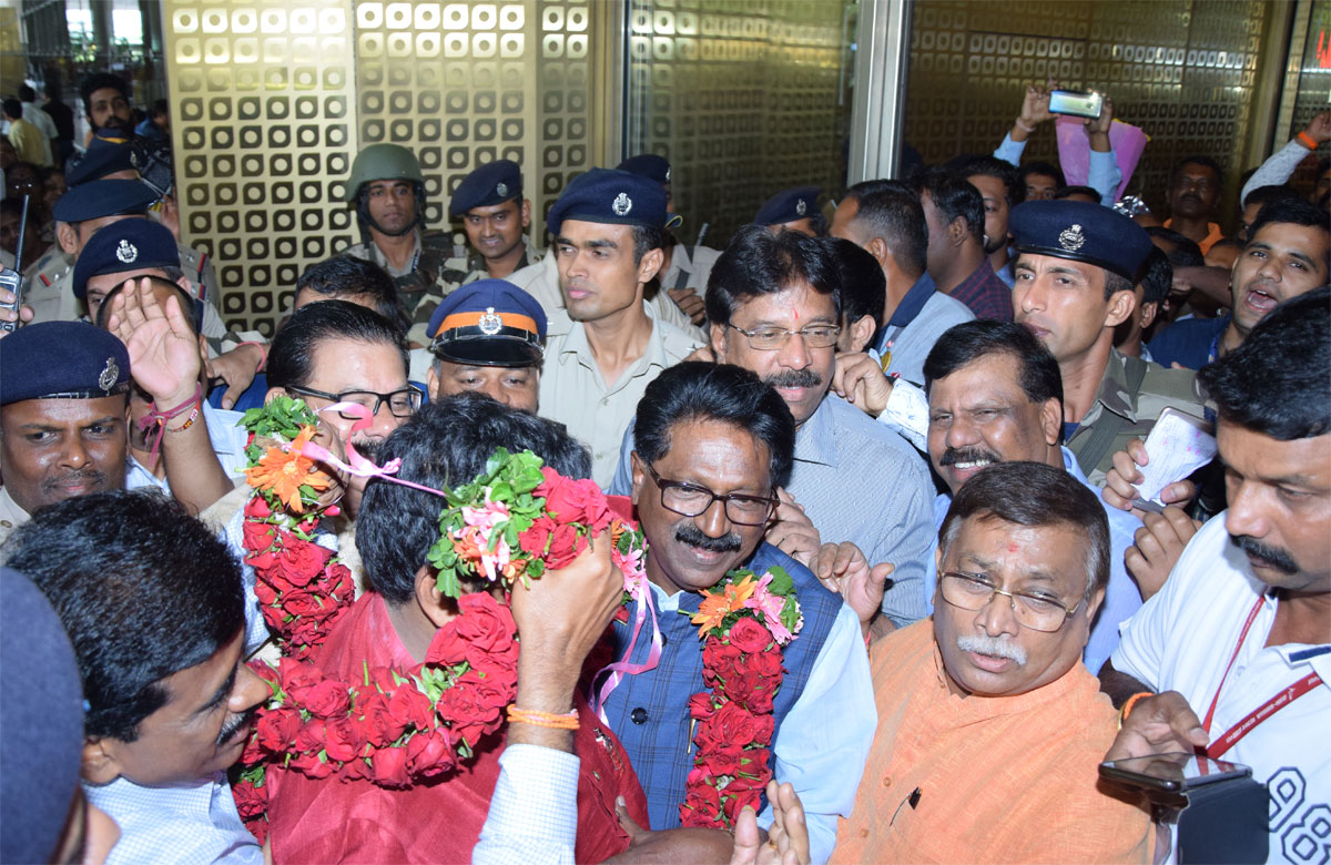 Shivsena Newly Elected MP & Appointed as Cabinet Minister Arvind Sawant welcomed at T2 Terminal Mumbai Airport.