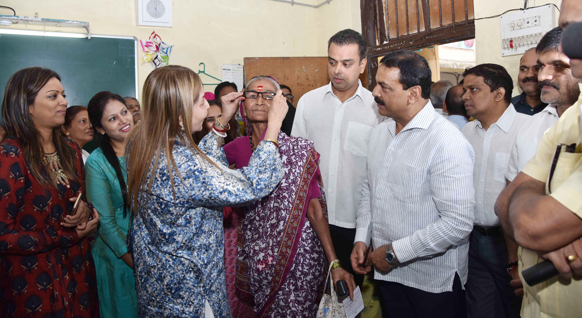 Milind Deora with KARM-87th Free Eye Check Up Camp at Worli.