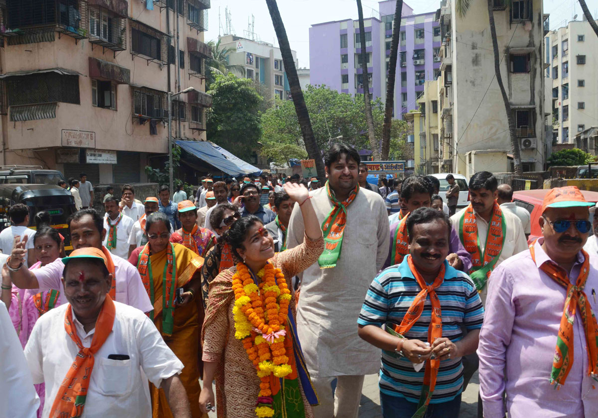 Mahayuti MP.Candidate Poonam Mahajan Rao Election Campaign at Vakola Kalina Area.