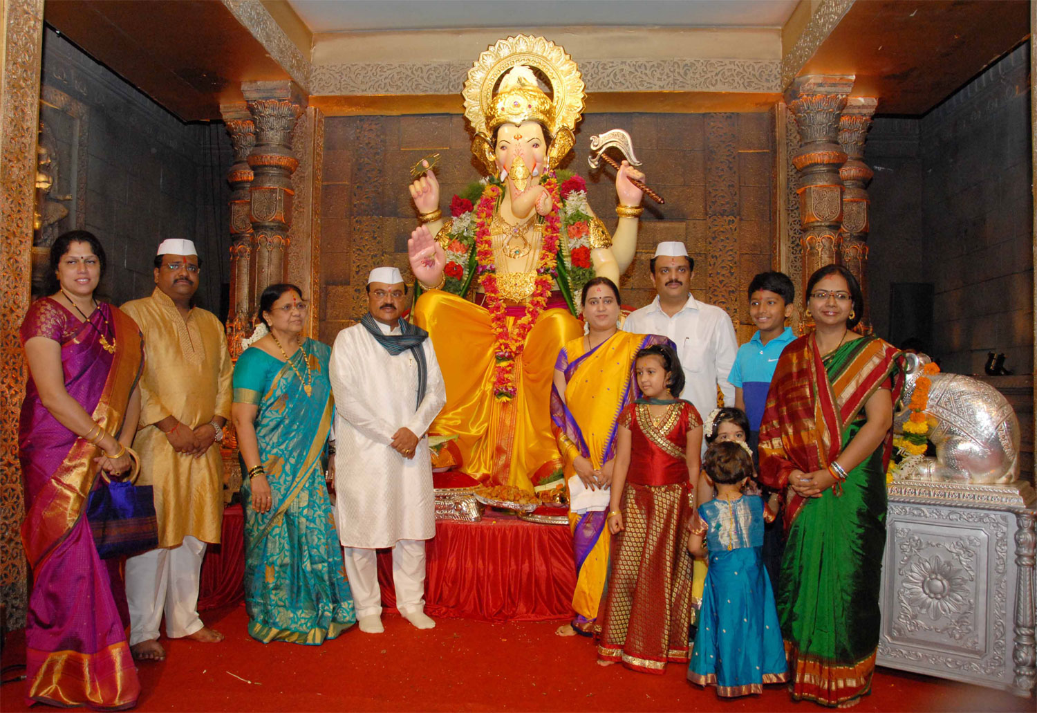 PWD MINISTER CHAGAN BHUJBAL DOING GANESH PUJA AT MAZGAON ANJIRWADI.