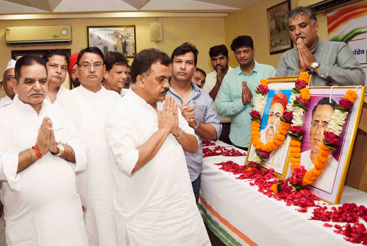 MRCC President Sanjay Nirupam Paying Tribute to Lokmanya Tilak on his Death Anniversay & Lokshahir Annabhau Sathe on his Birth Anniversary at Rajiv Gandhi Bhavan.