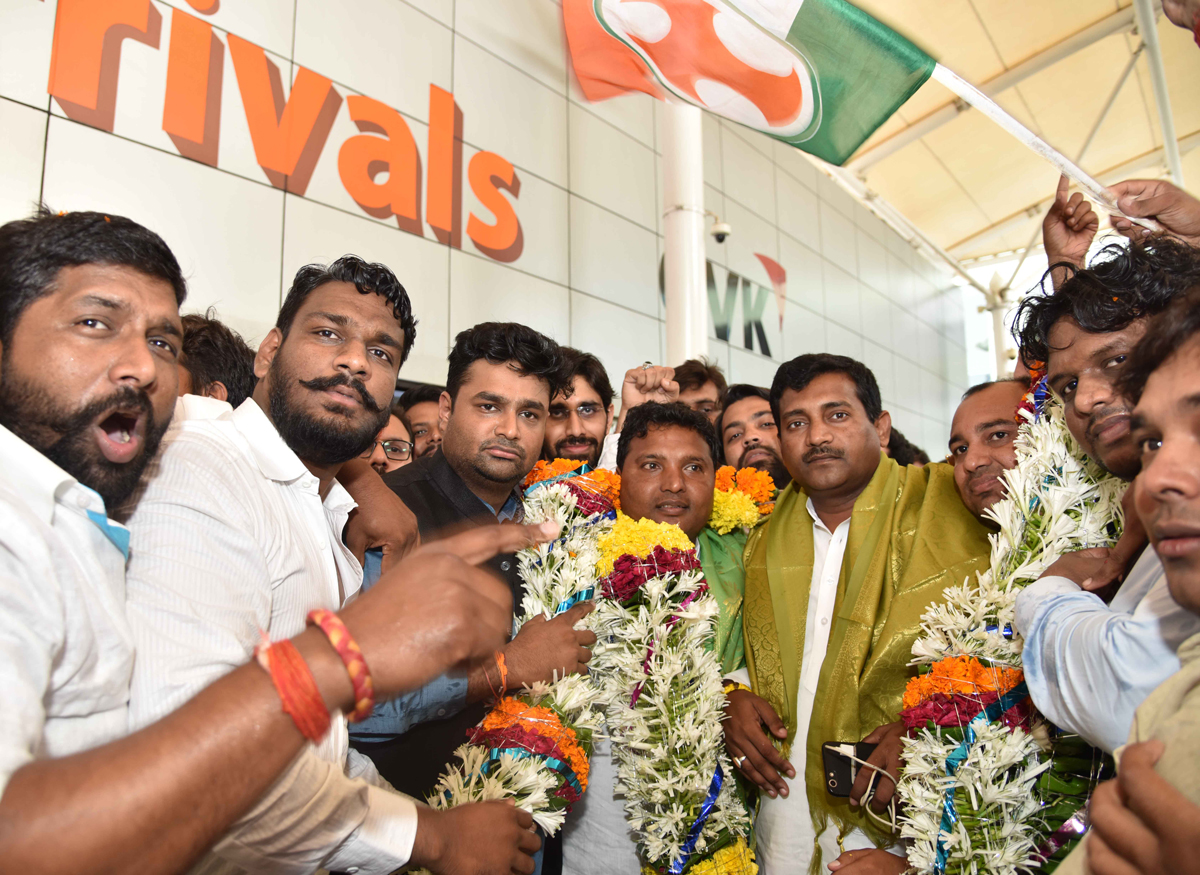 Mumbai Youth Congress Team  welcomes National Youth Congress President Keshav Jadhav & Vice President Srinivas B.V. at Mumbai Domestic Airpoort.