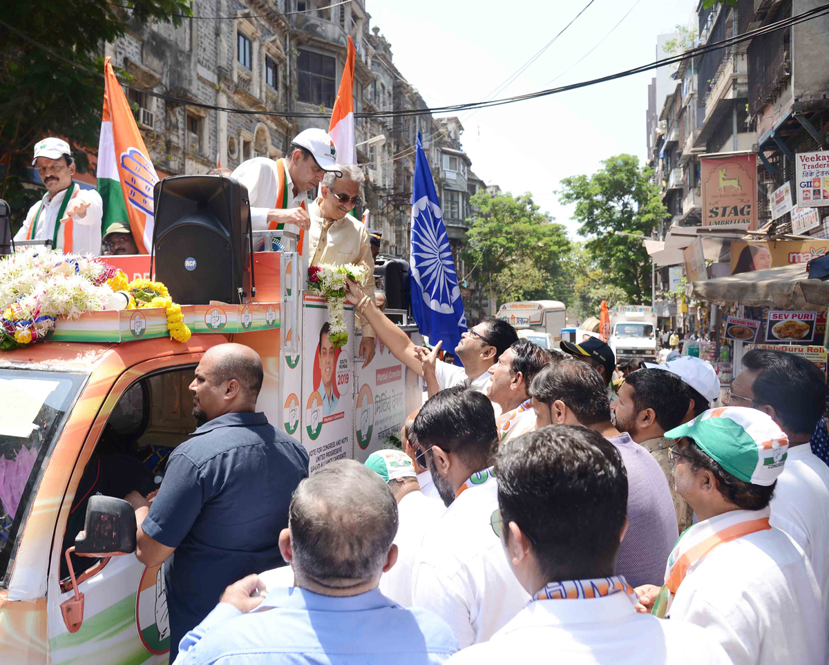 MRCC President & South Mumbai Congress-NCP Candidate Milind Deora Election Campaign at Bhuleshwar Kalbadevi.