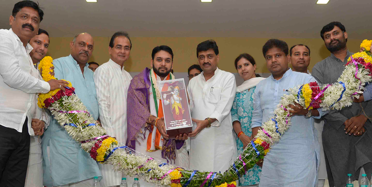Maharashtra Pradesh Youth Congress Membership Program, the function was inaugurated by the State President Ashokrao Chavan & the newly elected Legislative Council Member Dr. Vishwajit Patangrao Kadam was Felicitated at Tilak Bhavan.