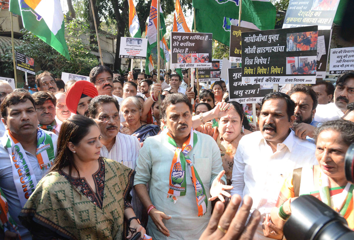 Mumbai Congress President Sanjaya Nirupam wth Team  Protest at Azad Maidan.