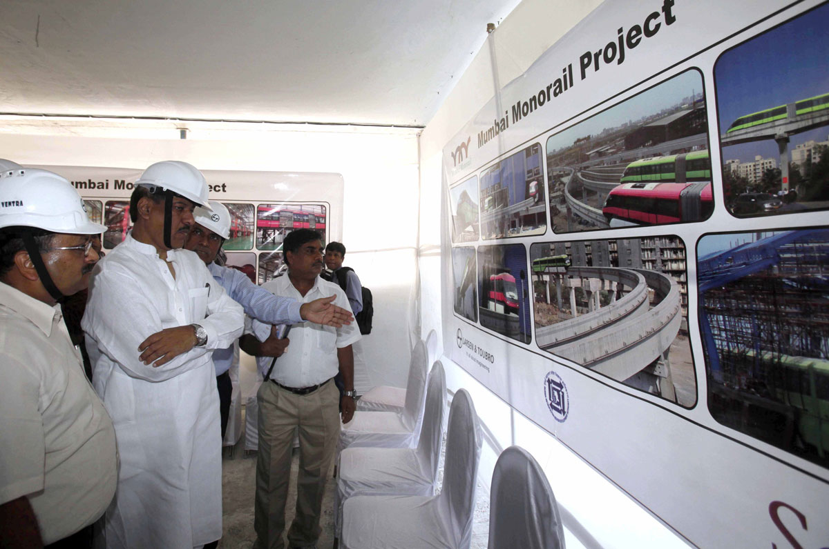CHIEF MINISTER PRITHVIRAJ CHAVAN VISITED MMRDA MONORAIL PROJECT IN MUMBAI.