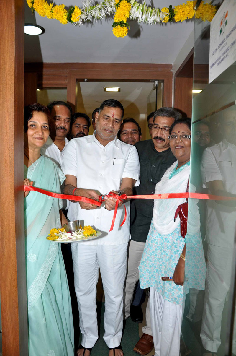 MUMBAI CONGRESS PRESIDENT & MLA.KRIPASHANKAR SINGH INAUGRATES ENVOIRMENT CELL OFFICE AT RAJIV GANDHI BHAVAN AT AZAD MAIDAN.