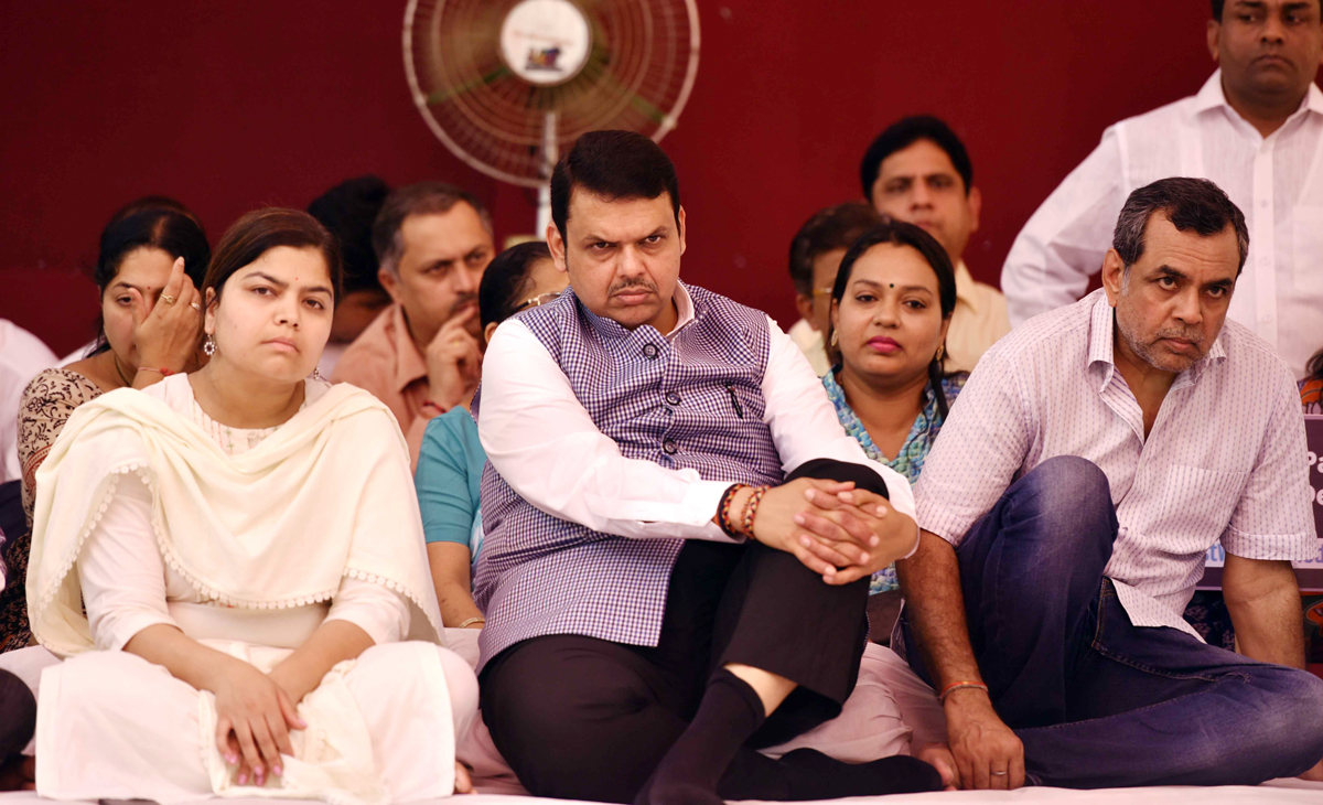 Chief Minister Devendra Fadnavis MP Poonam Mahajan, MLA Ashish Shelar & Paresh Rawal on One Day Uposhan at Vile Parle.