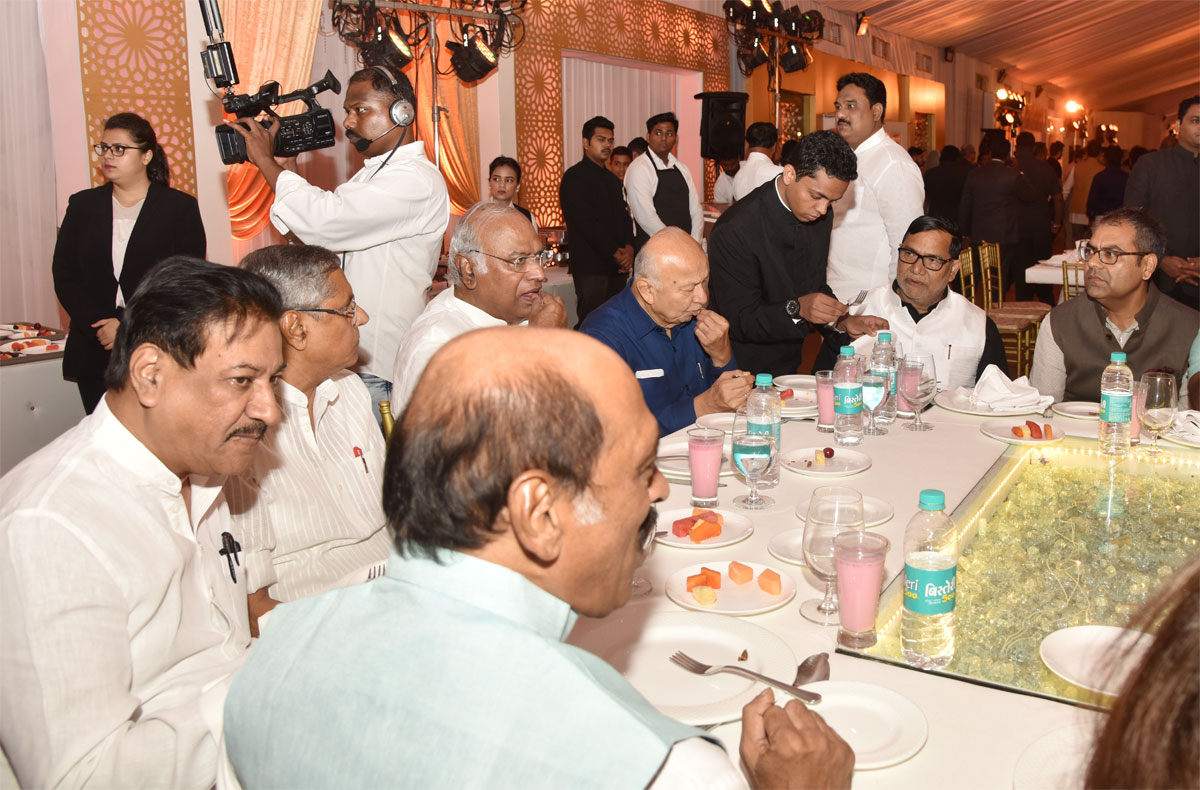 Ramzan Roza Iftaar Party organised by Baba Siddique at Taj Land on occasion Respected Dignitaries.