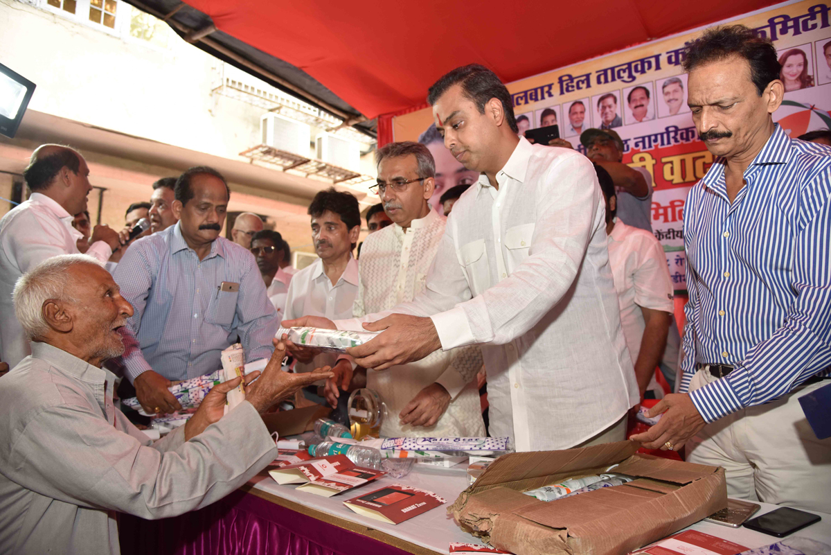 South Mumbai Congress Party Ex.Union Minister Milind Deora during Free Umbrella Distribution to Senior Citizens also Felicitation of SSC HSC Topper Students by Mobile Gifts at Tardeo.