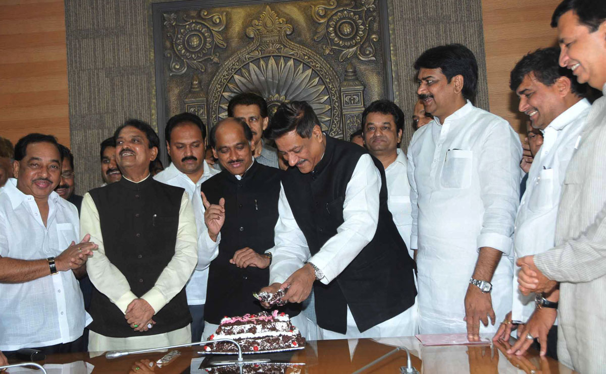 CHIEF MINISTER PRITHVIRAJ CHAVAN ON HIS BIRTHDAY AT VIDHAN BHAVAN.