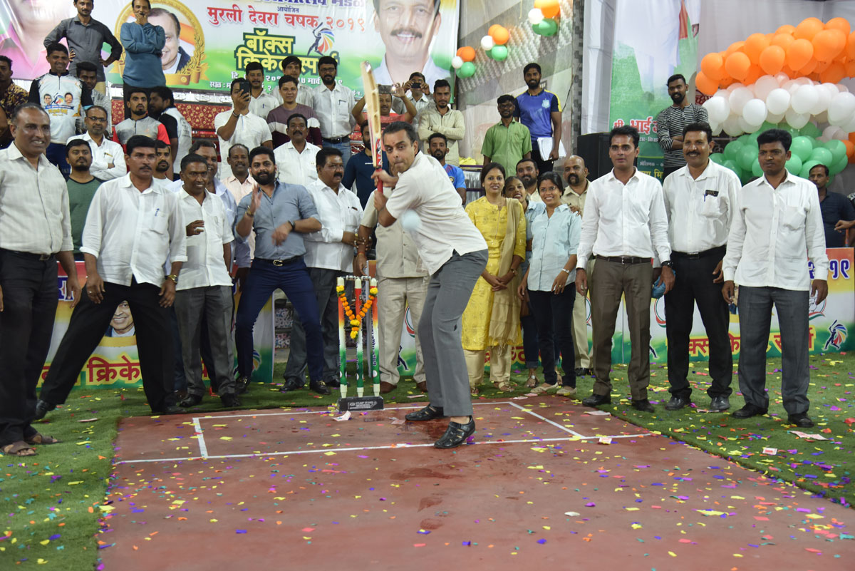 Ex.MP Milind Deora & MLA Bhai Jagtap inaugurates Box Cricket Tournament in Macchimar Nagar Colaba.