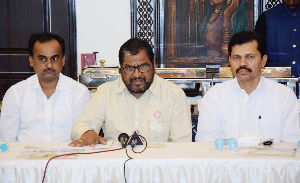MP. Raju Shetty & Kapil Patil Press Conference at Chruchgate.