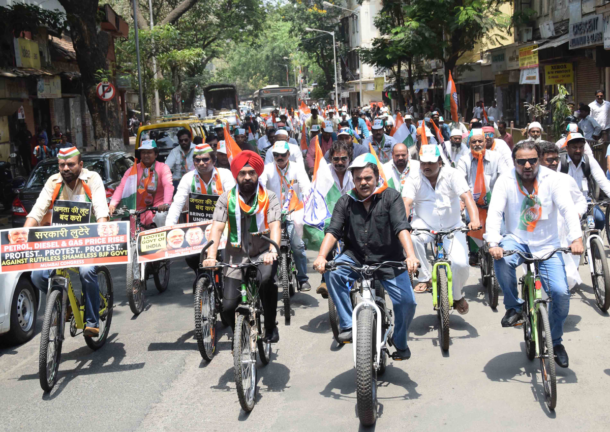Mumbai Congress Protest Against Petrol-Diesel Price Hike by Cycle Rally From Race Course to Girgaon Chowpatty.