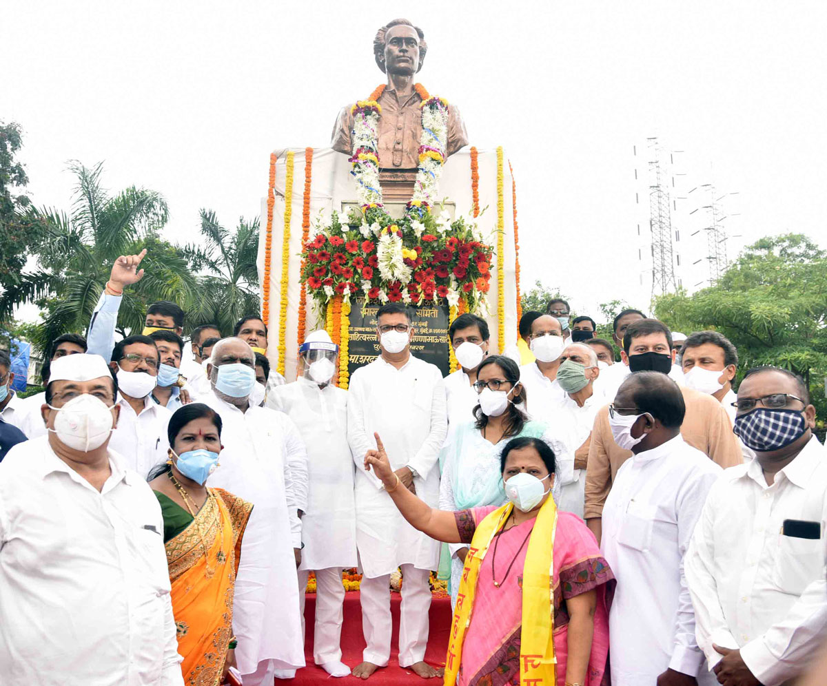 Congress Party Leaders Paying Floral Tribute to Lokshahir Annabhau Sathe to his Statue at Chembur.