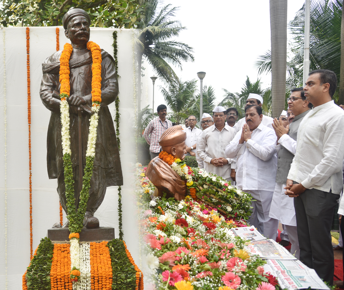 Congress Leaders MPCC President Balasaheb Thorat & MRCC President Milind Deora Paying Tribute to Lokmanya Tilak at Girgaon Chowpatty on his Death Anniversary.