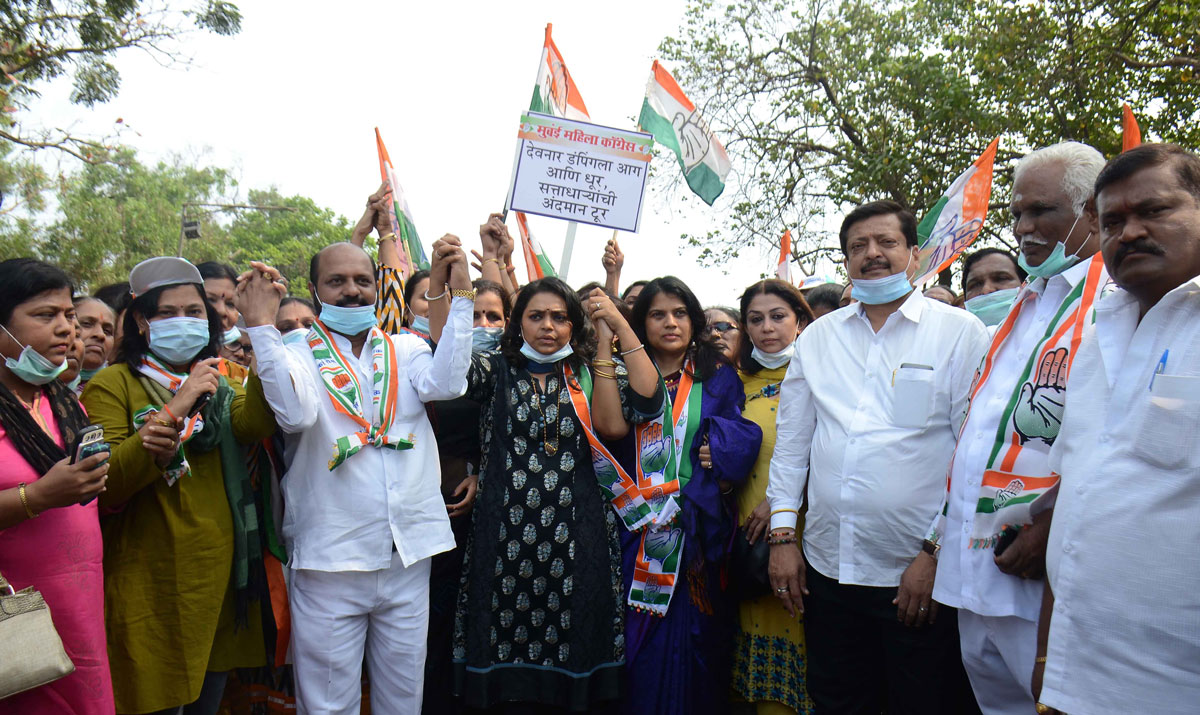 "Mumbai Mahila Congress""Peace Protest March"" with Mask against BJP Shivsena Govt.on Issue of Fire at Deonar Dumping Ground."